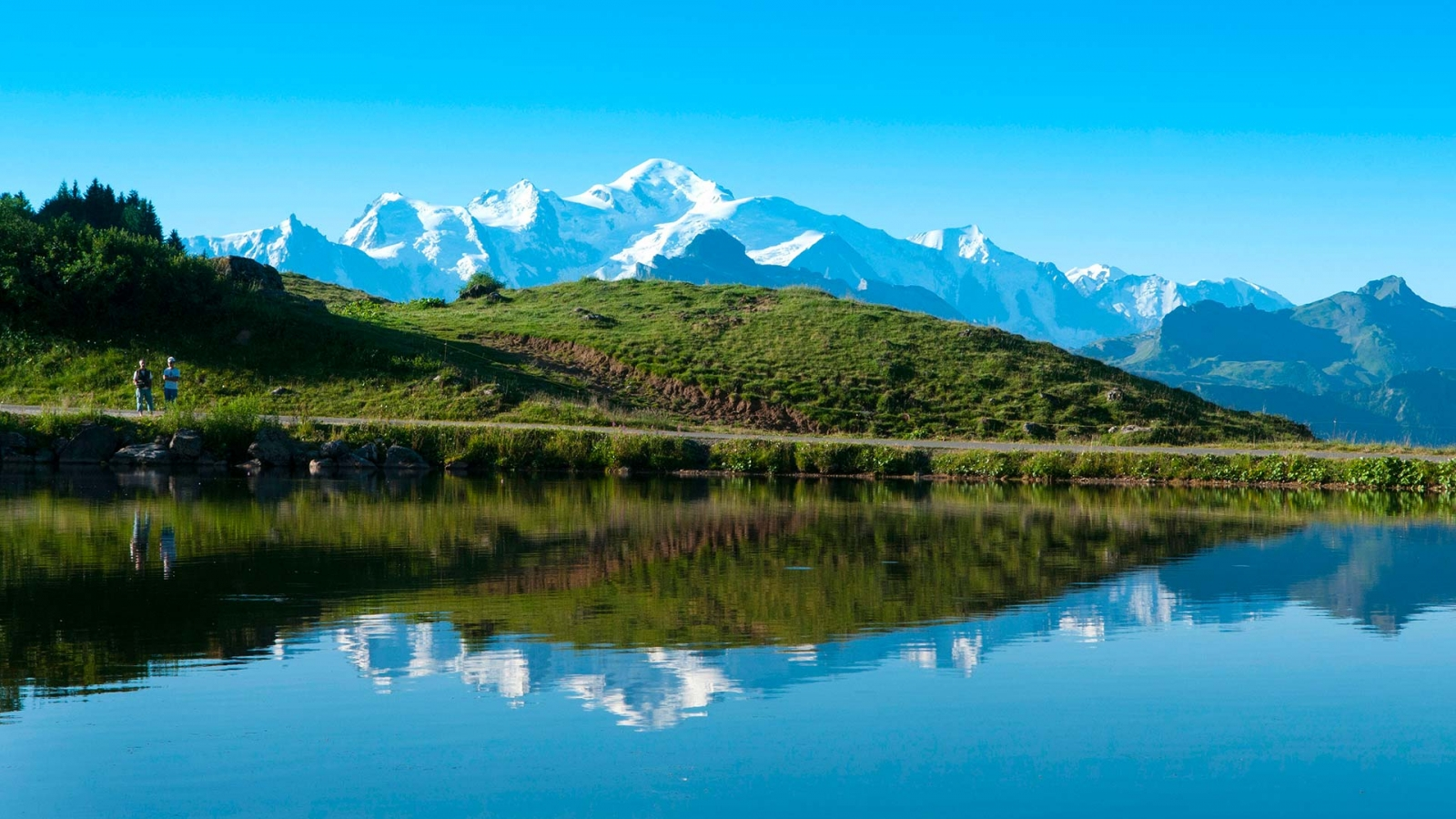 Photo du Mont-Blanc vu depuis le lac de Joux Plane entre Samoëns et Les Gets - massif du Chablais (74)