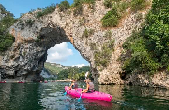 Canoë sous le Pont d'Arc, Gorges de l'Ardèche - Ardèche méridionale