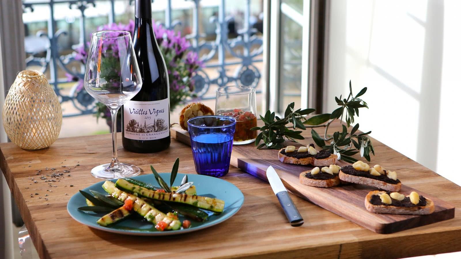 Courgettes grillées, sauce vierge à l'Olive de Nyons, vin de Grignan-les-Adhémar