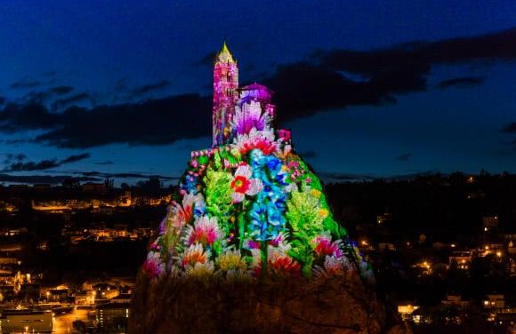 Le Puy-en-Velay (43) - Spectacle Puy de Lumières, rocher Saint-Michel d'Aiguilhe