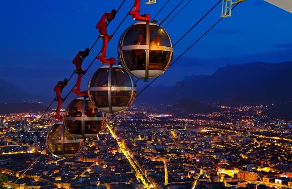 Grenoble (38) - les 'bulles', téléphérique de la Bastille