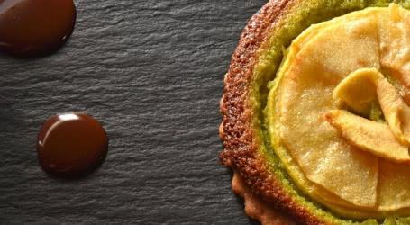 Photo Tarte aux pommes, frangipane à la pistache, crème au chocolat - Jean-Marc Pourcher, restaurant le Domaine de La Siarre, Sermentizon (63)