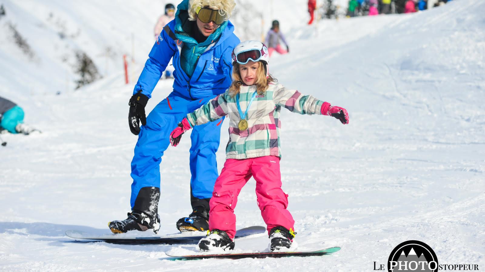 Enfant snowboard avec Starski