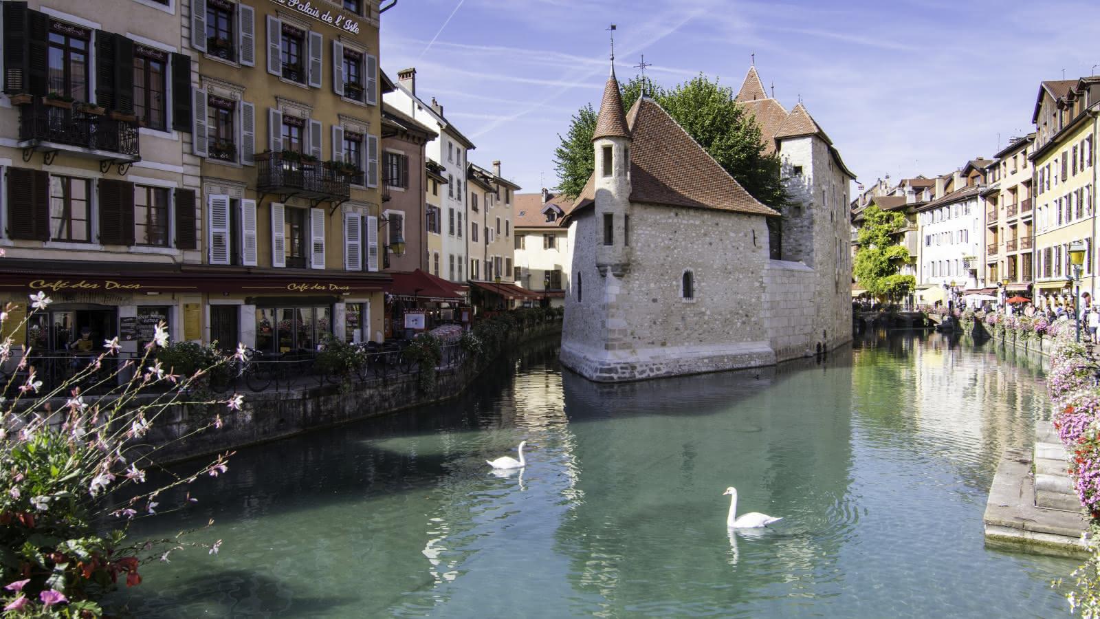 Palais de l'Isle dans la vieille ville d'Annecy