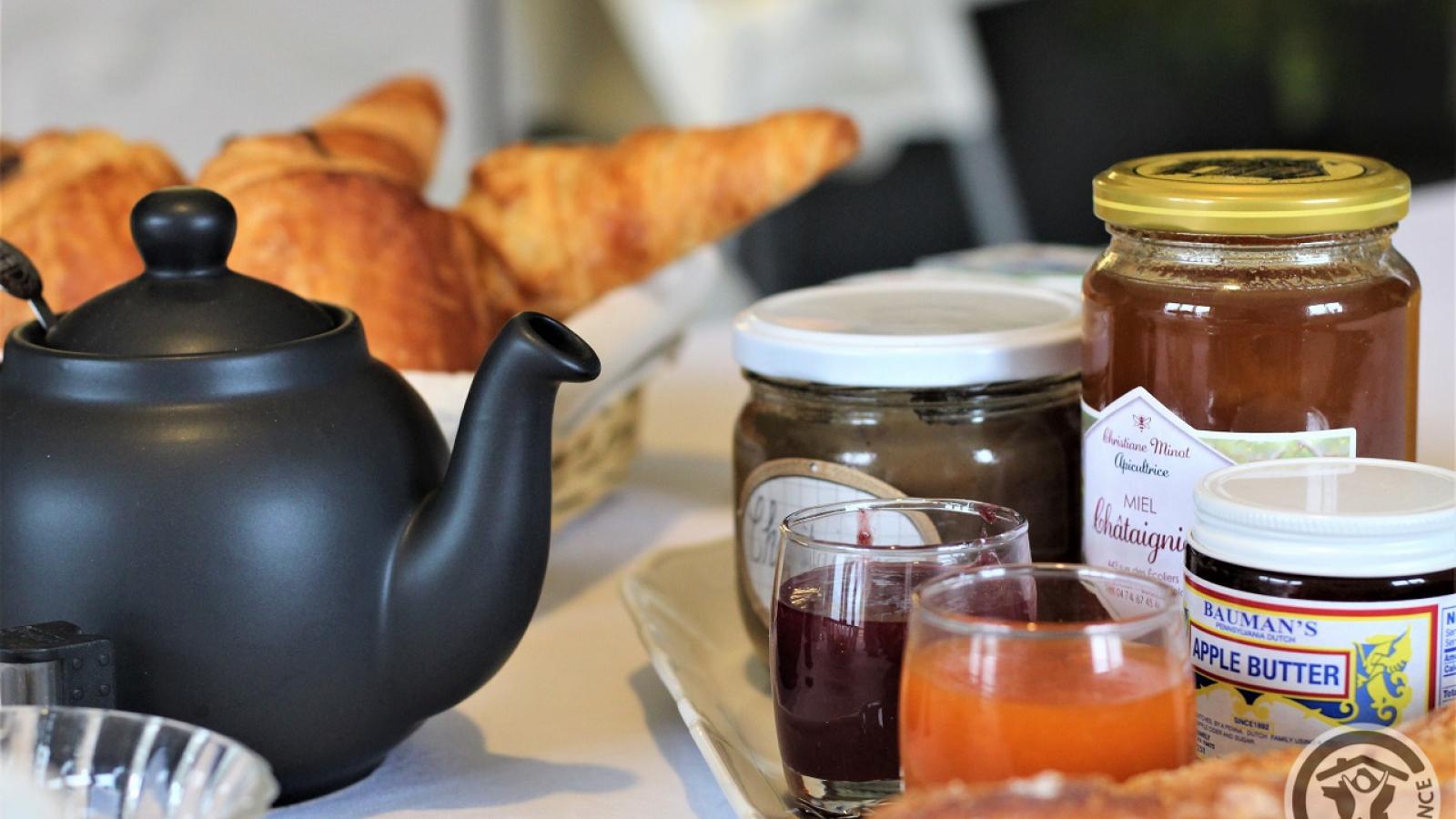Chambres d'Hôtes 'Au Domaine de Robert' à Fleurie dans le Beaujolais - Rhône : Petits déjeuners.