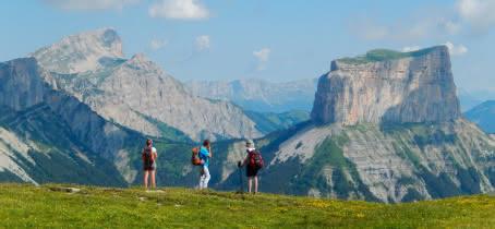 Randonnée devant le Mont Aiguille