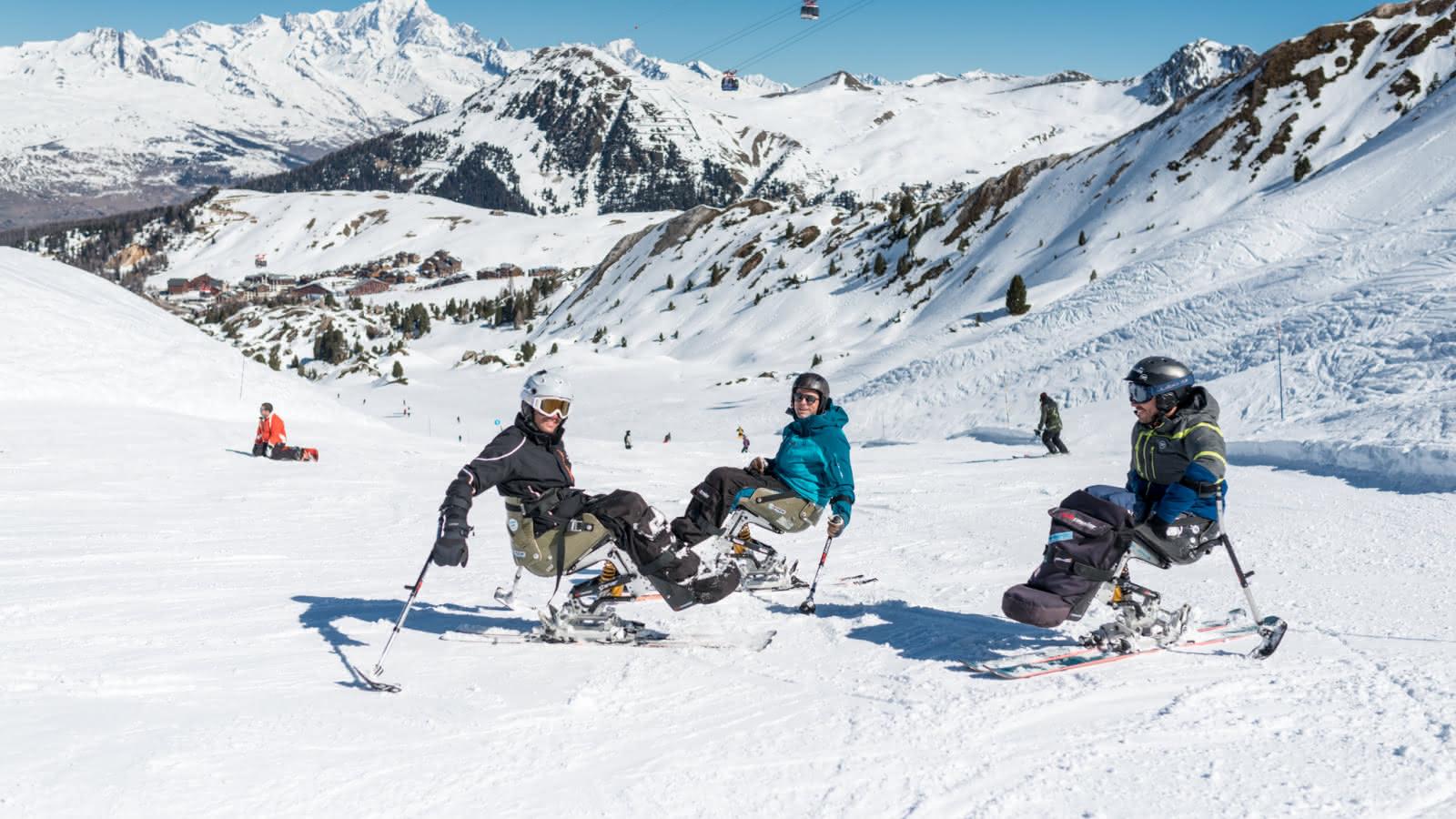 Starski vous propose des cours de ski assis avec du matériel moderne et de qualité.
