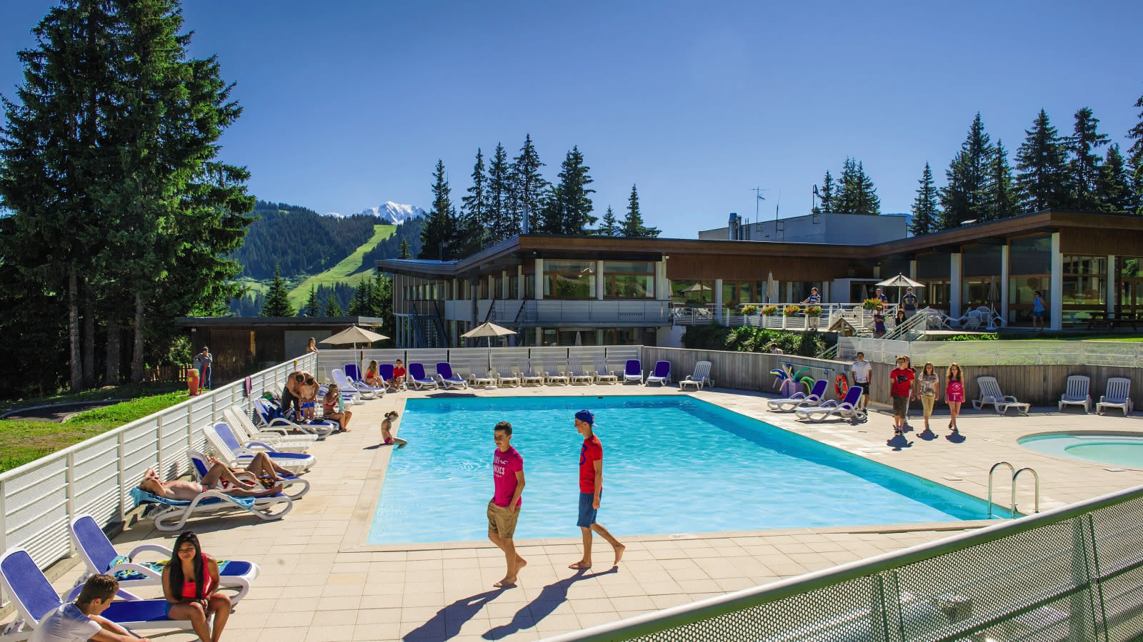 piscine-residence-belambra-les-embrunes-les-saisies-ete