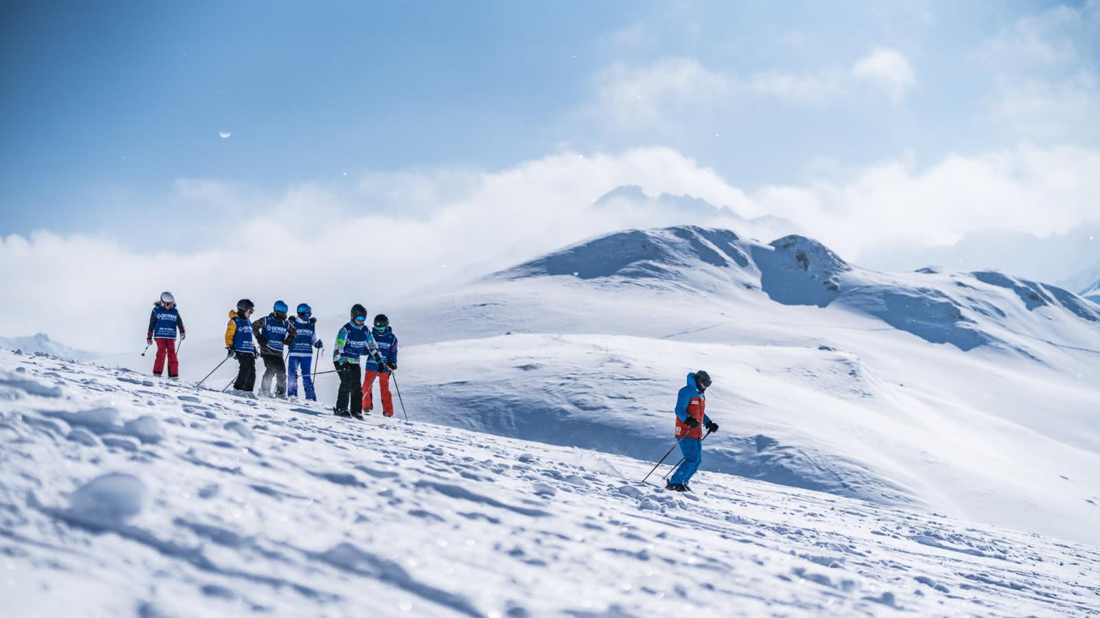 Initiation hors-piste, freestyle et slalom, encadrés par des moniteurs patients, fun et expérimentés.