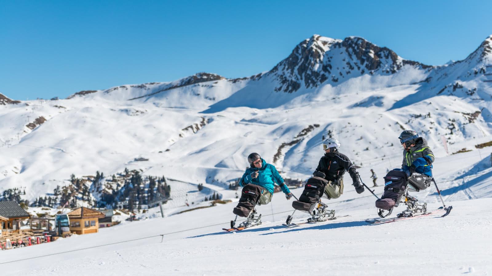 Des moniteurs patients et qualifiés qui vous conduiront progressivement vers l'autonomie à ski.