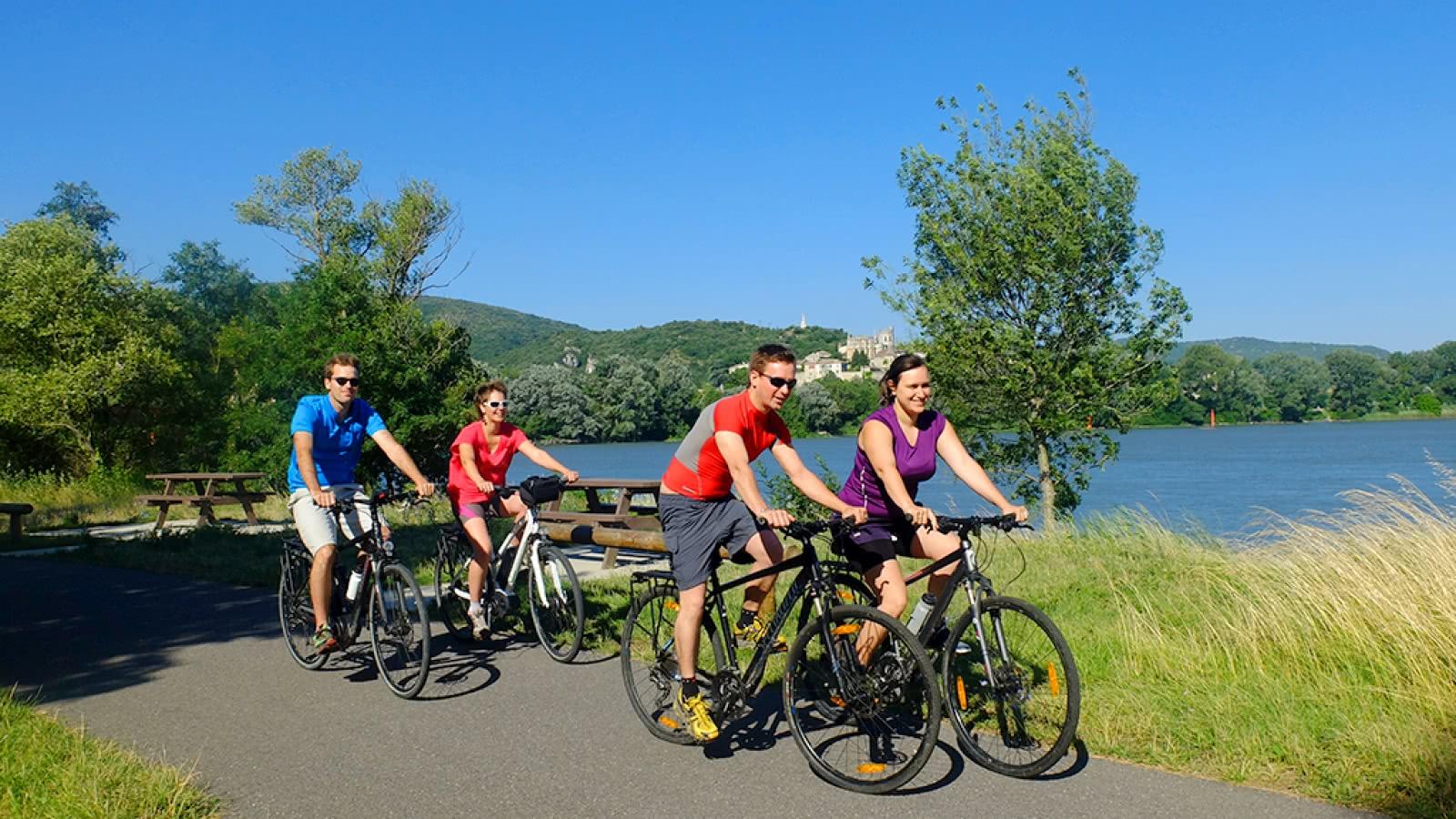 Cyclistes sur la ViaRhôna