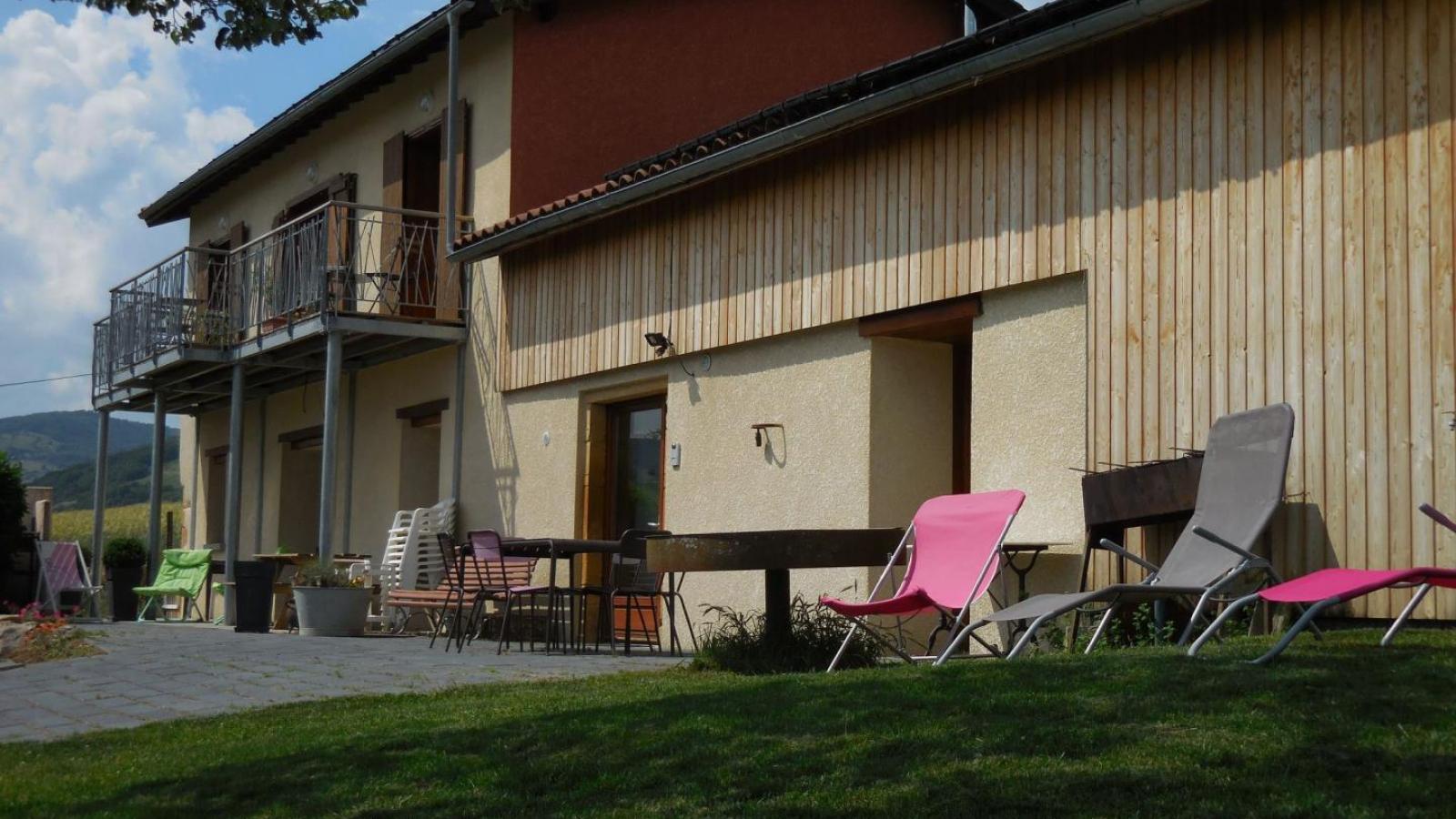 Chambres d'Hôtes des 2 Chênes à Bessenay (Rhône -Lyonnais) : les extérieurs communs.