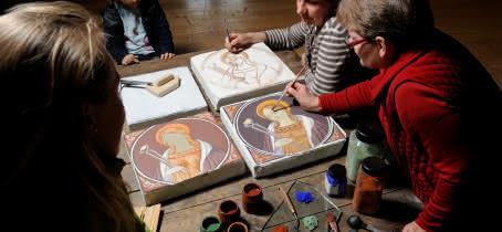 Armelle Filliol, peintre en décor du patrimoine, restauratrice de peinture murale et guide conférencier