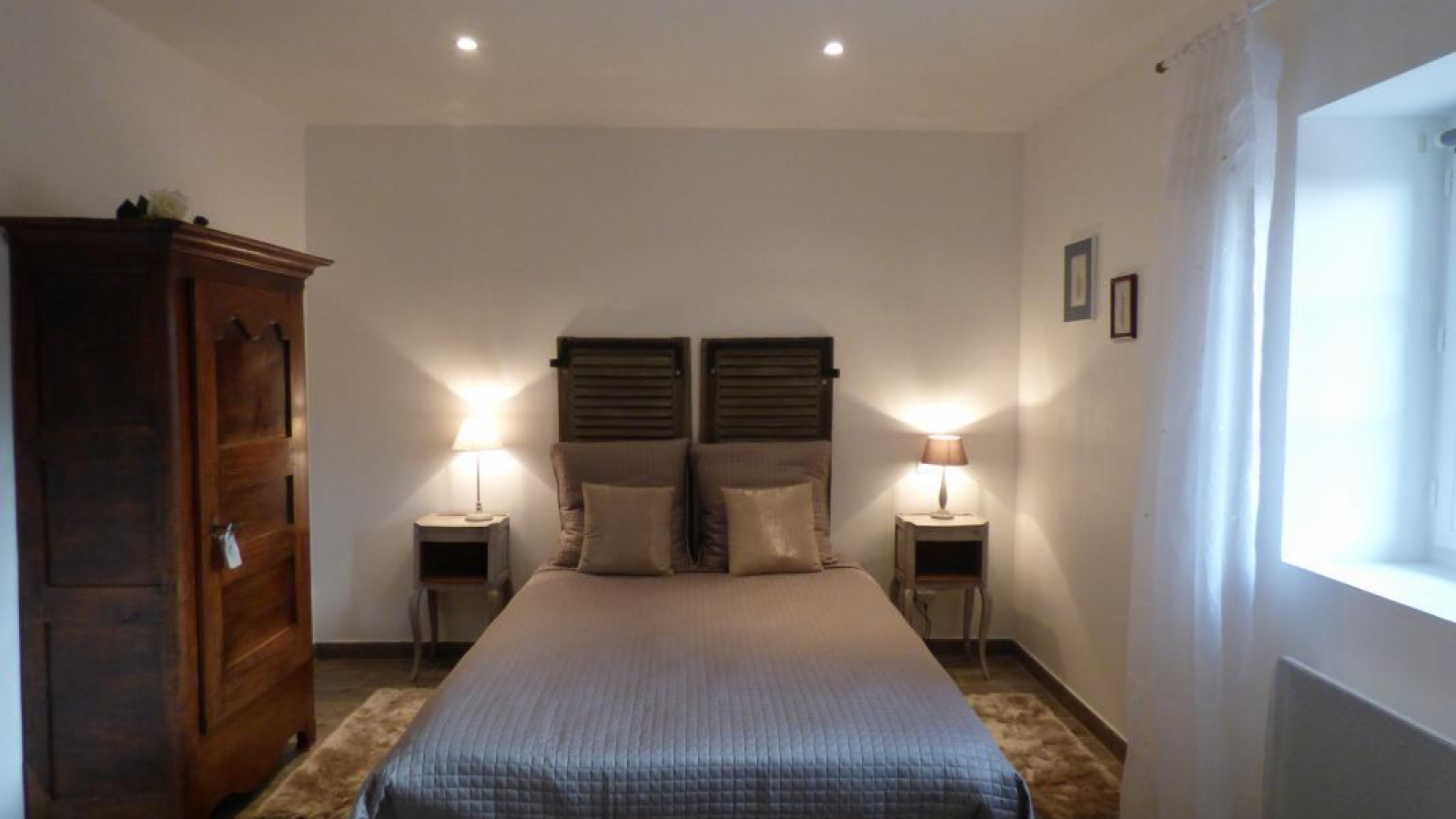 Jolie chambre composée d'un lit double (140).