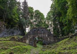 Les ruines de l'ancienne ferme Porte d'Age au village du Reposoir