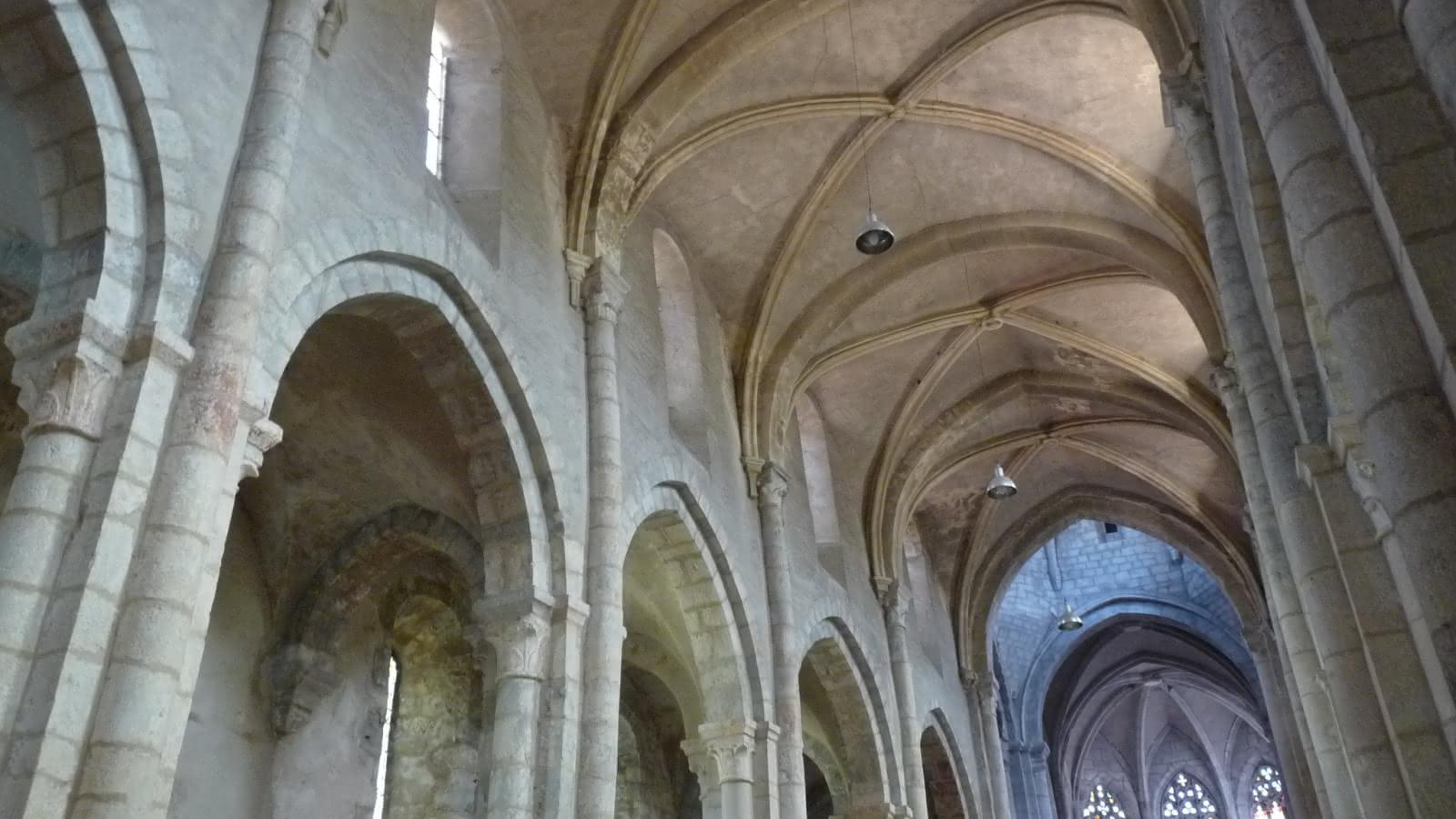 Abbatiale St Michel intérieur Nantua