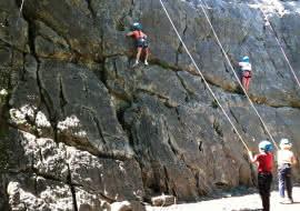 débutants en stage d'escalade