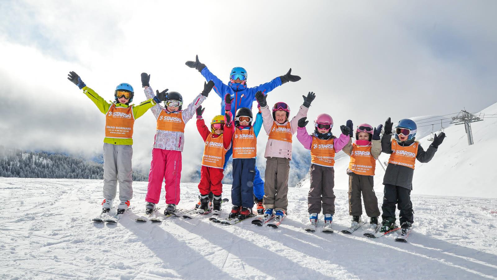 Les cours collectifs enfants sont organisés autour de jeux et d'activités ludiques pour que les enfants apprennent en s'amusant.