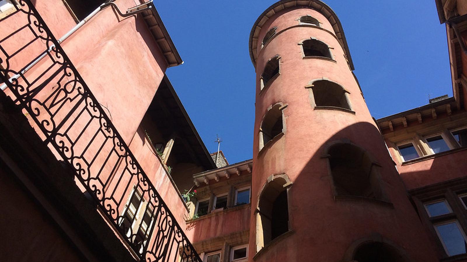 FONTANA TOURISME /  IDEAL TRAVEL - Traboules