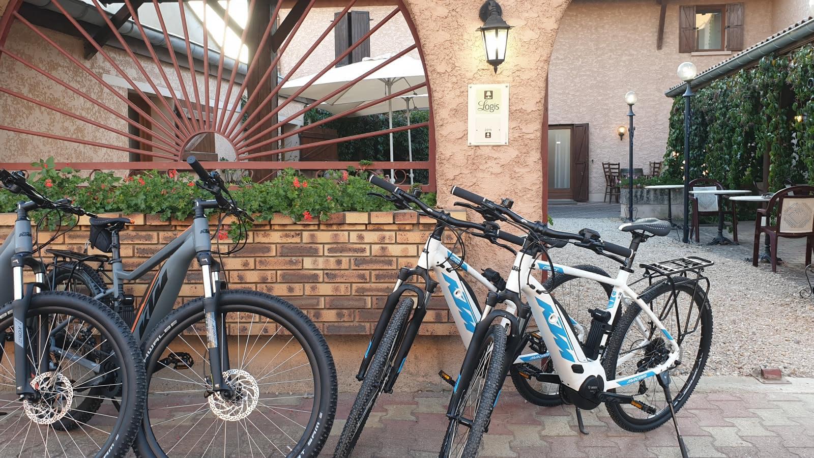 location de vélos à assistance électrique à l'Hôtel les 10 crus à Corcelles