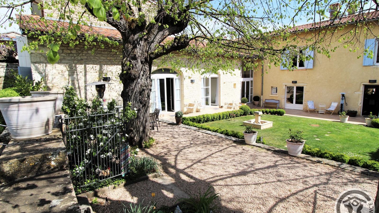 Chambres d'Hôtes 'Les 2 Tilleuls' à Lucenay dans le Beaujolais - Rhône.