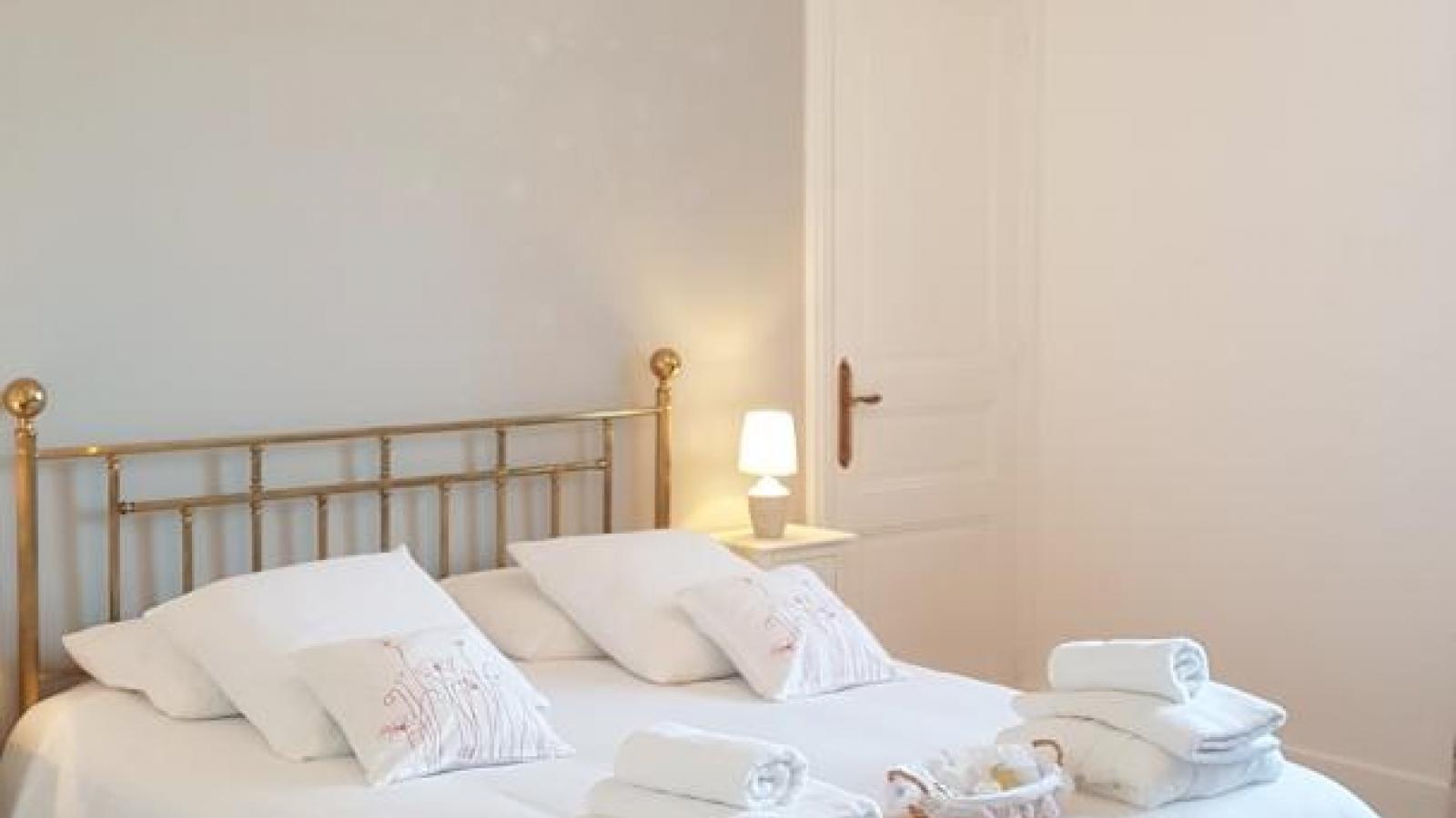 Chambre Papillon : un lit 160