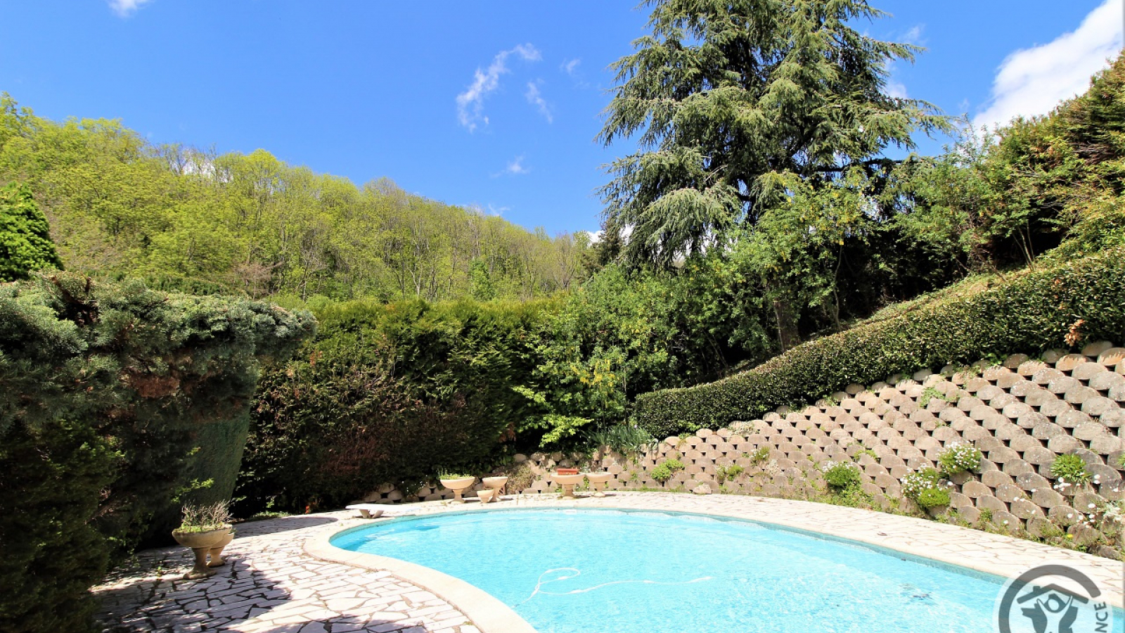 Chambres d'Hôtes 'Domaine de Romarand' à Quincié-en-Beaujolais, dans le Rhône : la piscine.