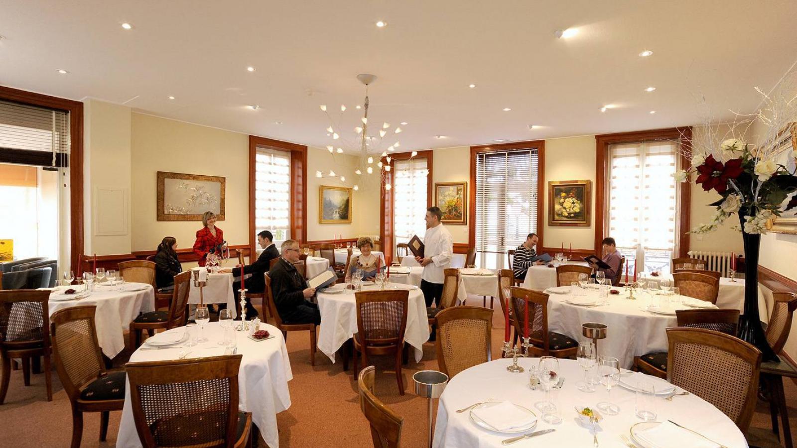 Salle du restaurant Emile Job