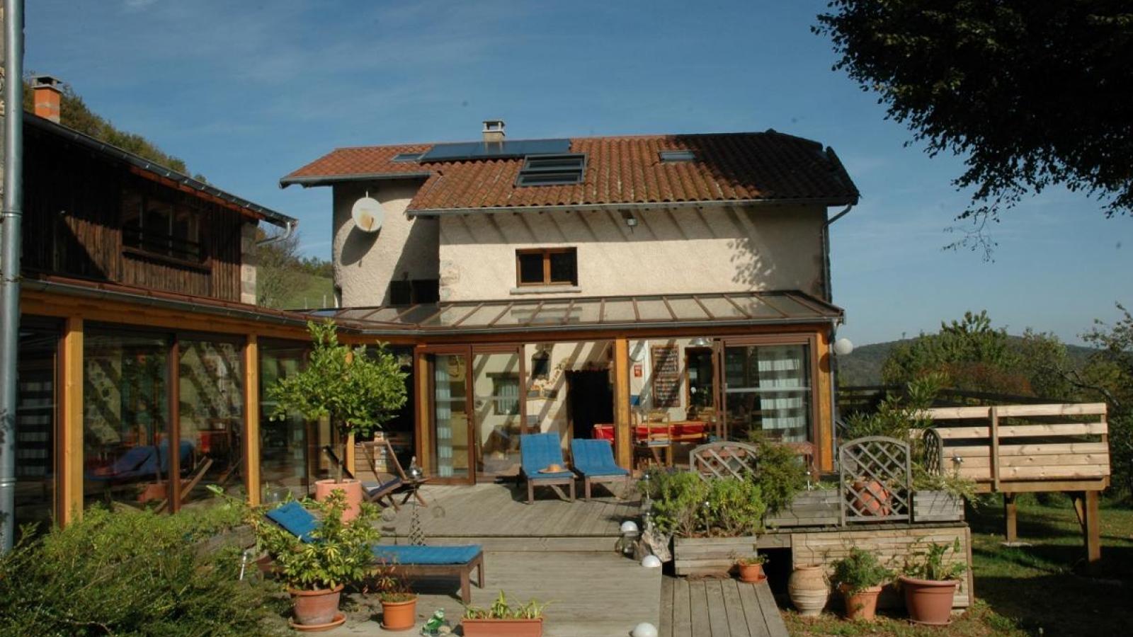 Chambres d'Hôtes 'Les Fées du Fay' à Marchampt dans le Beaujolais - Rhône, en été.