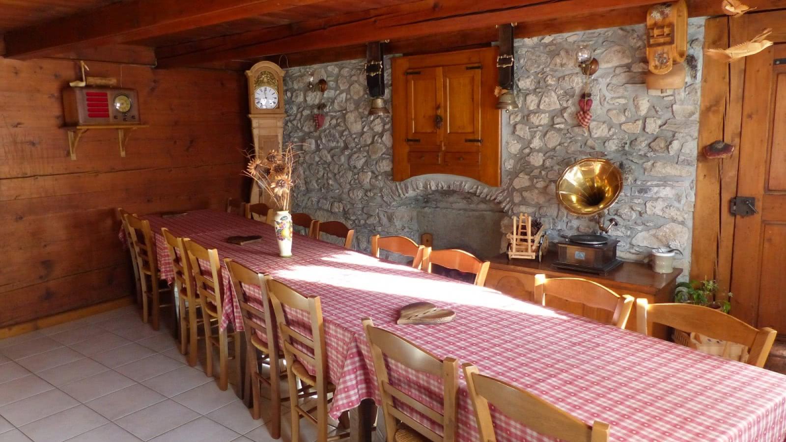 La table d'hôtes pour les petits-déjeuners et dîners