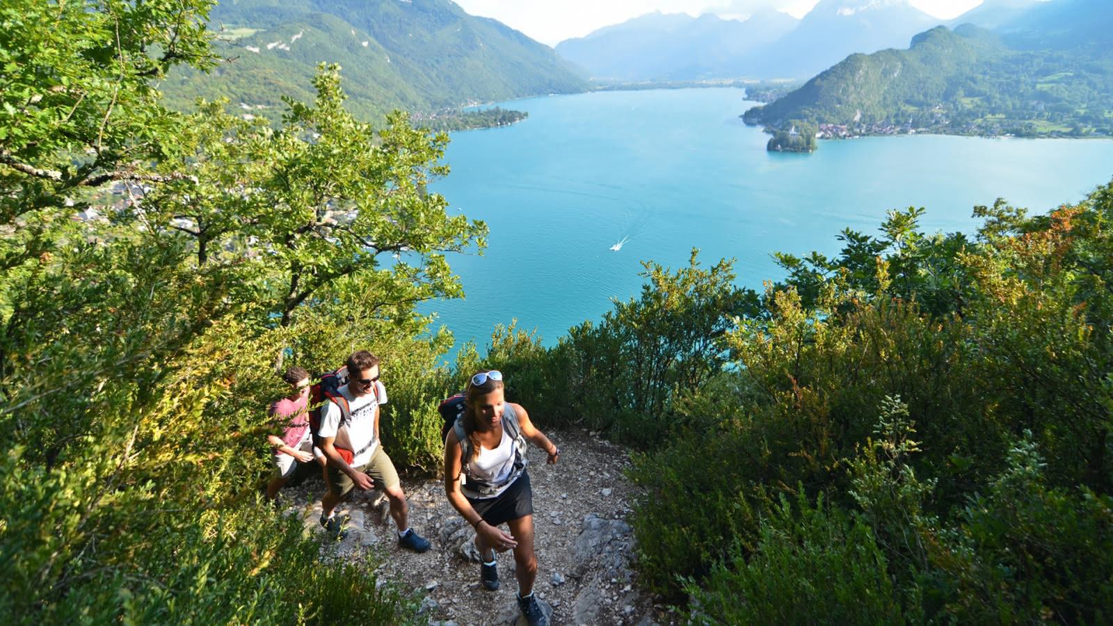 Ambiance sportive : randonnée dans le Roc de Chère
