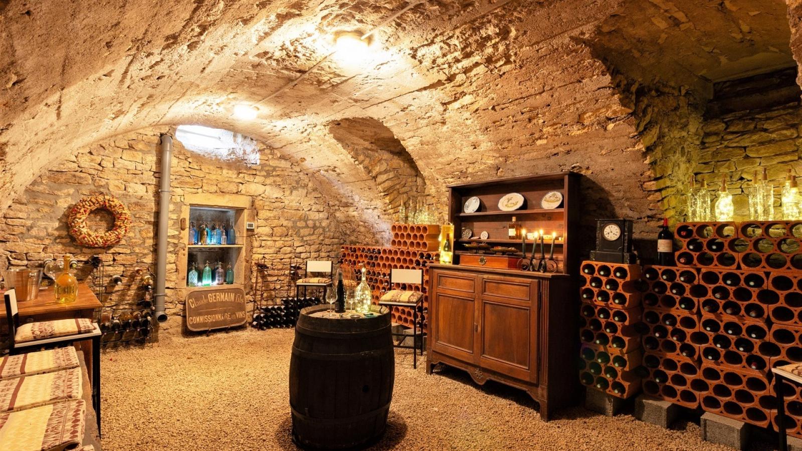 Chambres d'Hôtes 'Les 2 Tilleuls' à Lucenay dans le Beaujolais - Rhône : la cave voutée de la maison.