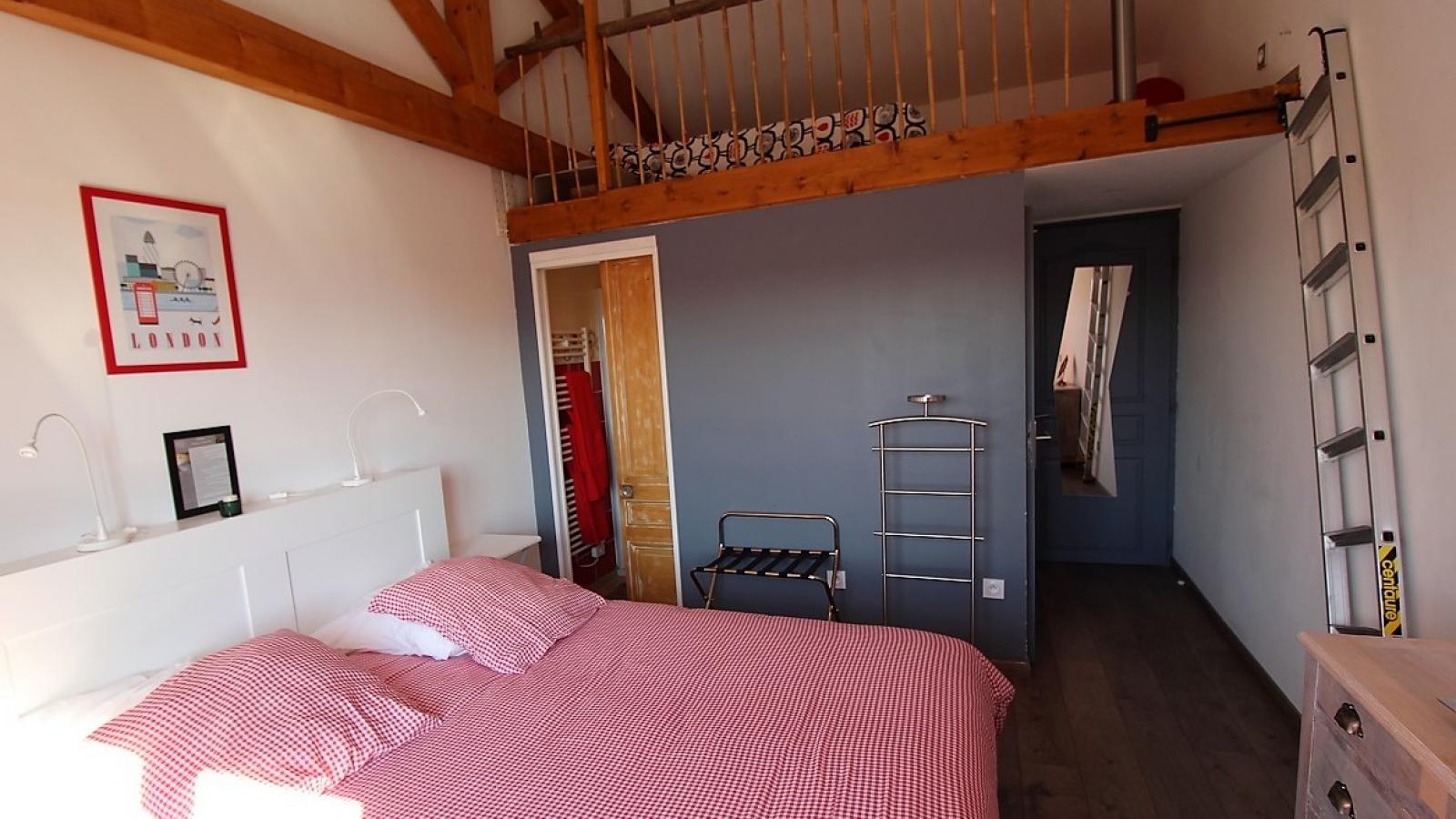 Chambres d'Hôtes des 2 Chênes à Bessenay dans le Lyonnais - Rhône : la Chambre ' Griotte de Courzieu'.